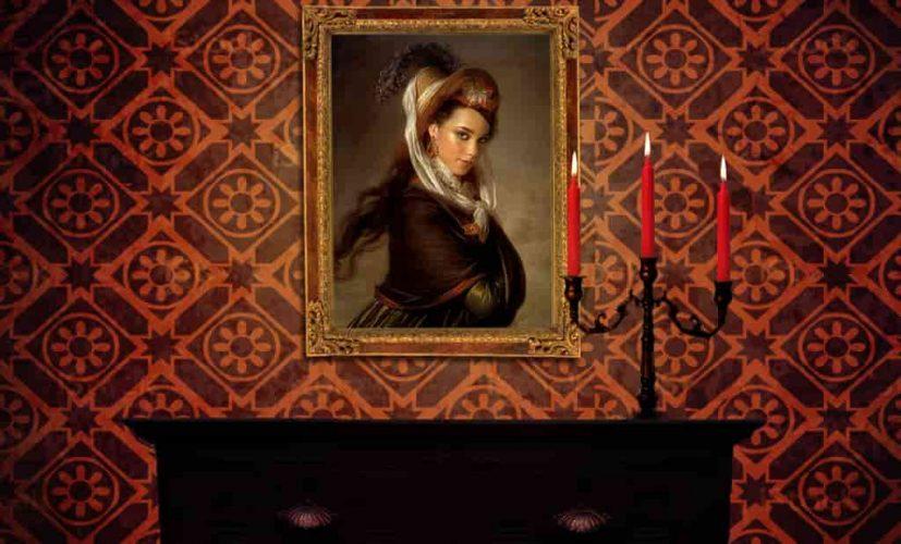 Портрет женщины в старинном интерьере