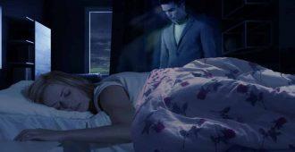 Привидение мужчины возле кровати
