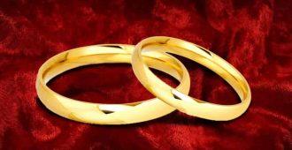 два обручальных кольца на бархате
