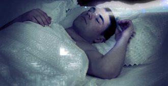 Сон мужчины и рука матери