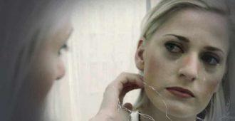 Почему нельзя смотреть и плакать перед зеркалом