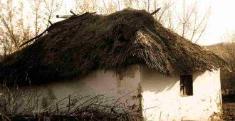 Старый дом с соломенной крышей
